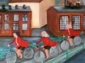 Tre damer cyklar över Viskan